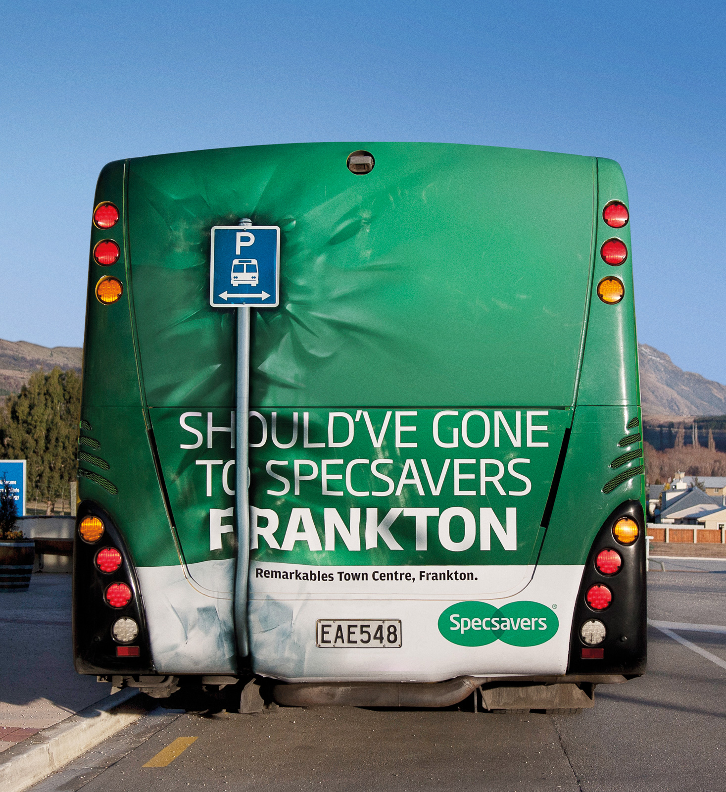 http://www.ibelieveinadv.com/wp-content/uploads/2011/06/Specsavers_Bus_Back_Crash_ibelieveinadv.jpg